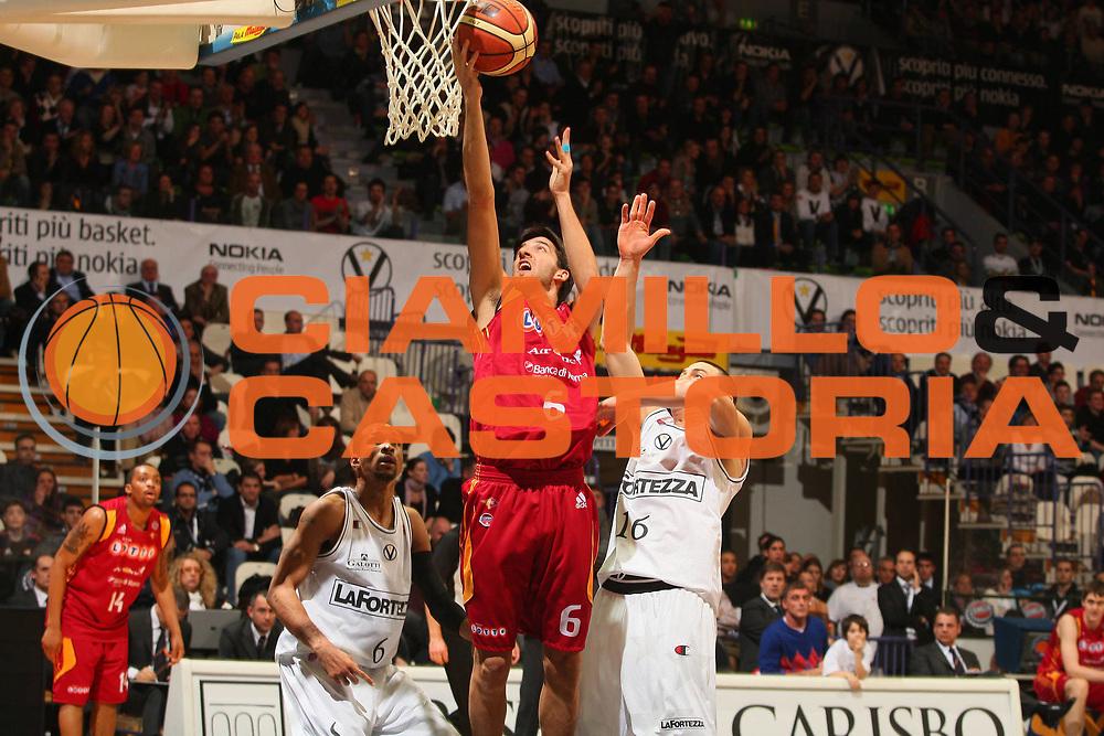 DESCRIZIONE : Bologna Final Eight 2008 Quarti di Finale Lottomatica Virtus Roma La Fortezza Virtus Bologna <br /> GIOCATORE : Ioannis Gkagkalouidis <br /> SQUADRA : Lottomatica Virtus Roma <br /> EVENTO : Tim Cup Basket For Life Coppa Italia Final Eight 2008 <br /> GARA : Lottomatica Virtus Roma La Fortezza Virtus Bologna <br /> DATA : 07/02/2008 <br /> CATEGORIA : Tiro Super <br /> SPORT : Pallacanestro <br /> AUTORE : Agenzia Ciamillo-Castoria/S.Silvestri <br /> Galleria : Final Eight 2008 <br /> Fotonotizia : Bologna Final Eight 2008 Quarti di Finale Lottomatica Virtus Roma La Fortezza Virtus Bologna <br /> Predefinita :