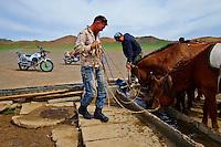 Mongolie, Province d'Omnogov, parc national du Gobi, desert de Gobi, puit pour les troupeaux // Mongolia, Omnogov province, National Park of Gobi, Gobi desert, well for horses