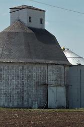 Oblong masonry grain bin