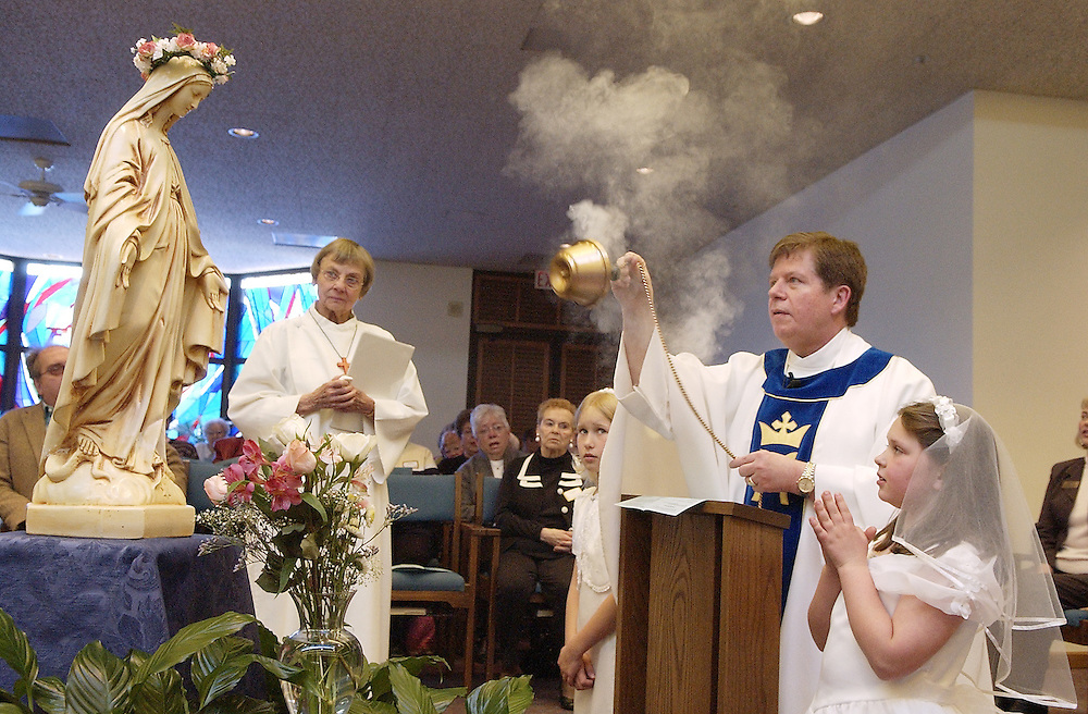 MAY CROWNING -- Camillian Fr. Albie Schempp uses incense to bless a statue of Mary during a May crowning ceremony May 4 at the chapel of San Camillo Retirement Community in Wauwatosa, Wis. (Photo by Sam Lucero)