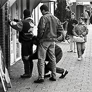 NLD/Huizen/1991116 - Arrestatie van drugsdealer Oostkade Huizen
