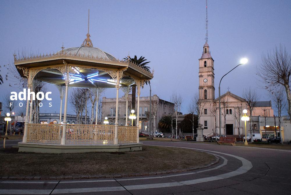 Fray Bentos. Plaza. R&iacute;o Negro, 2007.<br /> URUGUAY / MONTEVIDEO / <br /> Foto: Ricardo Ant&uacute;nez / AdhocFotos<br /> www.adhocfotos.com