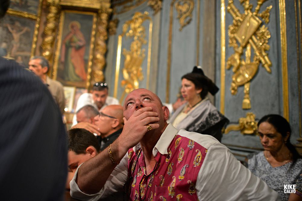 "A reduced number of people, many belonging to the same Gypsies families, are allowed into the ""High Chapel"" . A private and special ceremony brings down he reliquaries containing the relics of Patron saint of the Gypsies Sara using a winch."