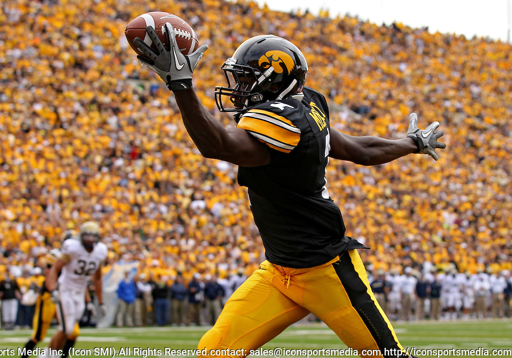September 17, 2011: Iowa Hawkeyes wide receiver Marvin McNutt (7) can't stay inbounds as he pulls in a pass during the first half of the game between the Iowa Hawkeyes and the Pittsburgh Panthers at Kinnick Stadium in Iowa City, Iowa on Saturday, September 17, 2011. Iowa defeated Pittsburgh 31-27.
