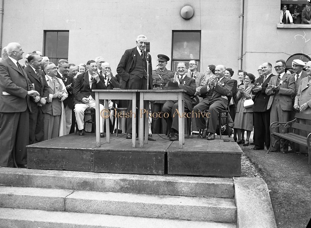 16/07/1952<br /> 07/16/1952<br /> 16 July 1952<br /> Eamon De Valera speaking at opening  day of International Bowling, Clontarf Golf Club Bowling Green, Dublin.