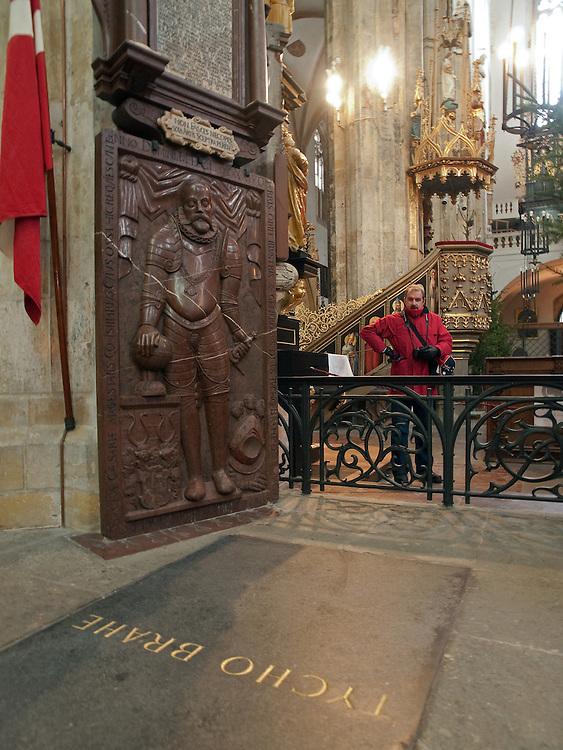 Die Grabst&auml;tte von Tycho Brahe in der Teynkirche am Altst&auml;dter Ring in Prag. Eine Gruppe von d&auml;nischen Wissenschaftlern m&ouml;chte den Leichnam des Astronomen exhumieren.<br /> <br /> The grave of atronomer Tycho Brahe at Teyn Church. A team of Danish scientists sent a letter of request to a parish of Prague's T&yacute;n Church, asking permission to exhume the body of a famous Danish astronomer Tycho Brahe.