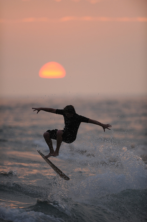 9/22/11 6:44:38 PM --- SURFING SPORTS SHOOTER ACADEMY 008 --- NEWPORT BEACH, CA: Surfer at The Wedge in Newport Beach, CA. Photo by Randy Sartin, Sports Shooter Academy
