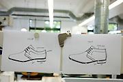 Ontwerpen in de fabriek van Van Bommel. Bij Van Bommel worden luxere (heren)schoenen gemaakt. Het familiebedrijf wordt nu gerund door de negende generatie