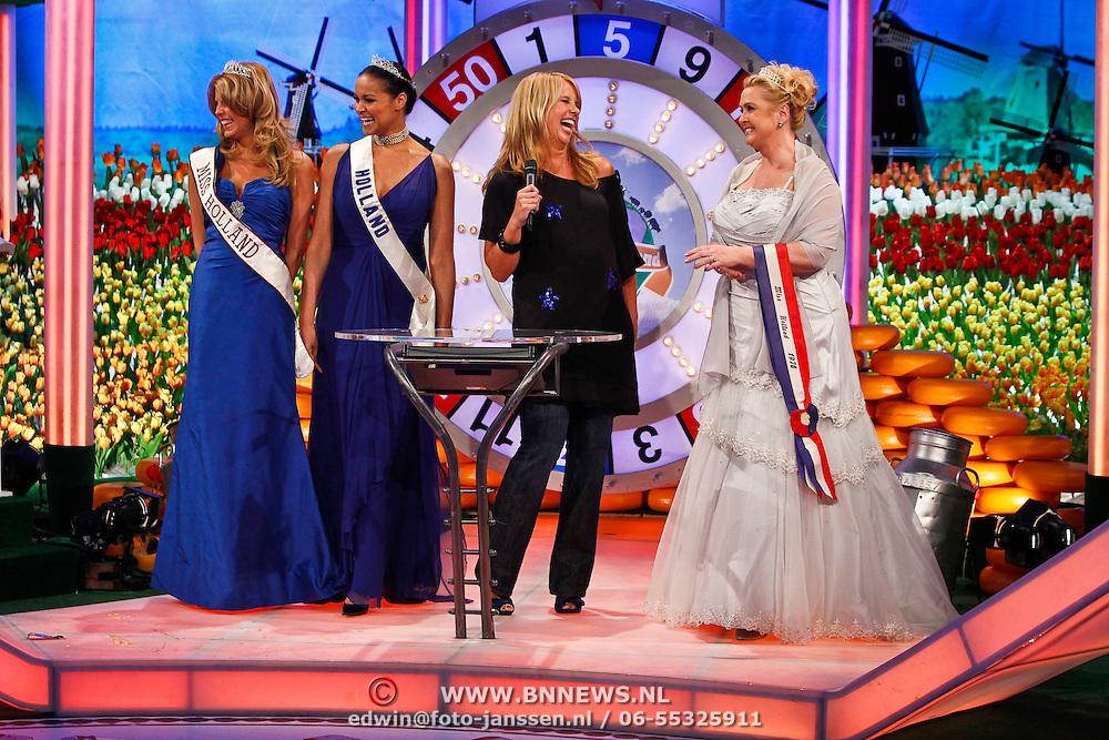 NLD/Baarn/20100408 - Opname programma Ik Hou van Holland, Linda de Mol met Missen Kim Kötter, nancy Neede en Nanny Nielen