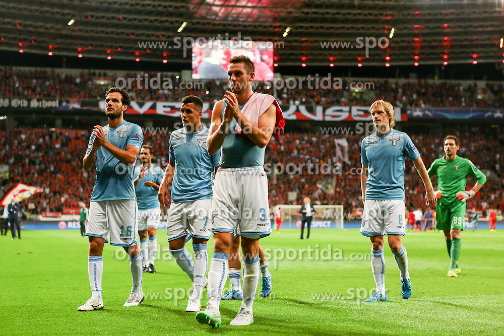 26.08.2015, BayArena, Leverkusen, GER, UEFA CL, Bayer 04 Leverkusen vs Lazio Rom, Playoff, R&uuml;ckspiel, im Bild v.l. Marco Parolo (#16, Lazio Rom), Ravel Morrison (#7, Lazio Rom), Stefan de Vrij (#3, Lazio Rom) und Dusan Basta (#8, Lazio Rom) gehen zu ihren Fans // during UEFA Champions League Playoff 2nd Leg match between Bayer 04 Leverkusen and SS Lazio at the BayArena in Leverkusen, Germany on 2015/08/26. EXPA Pictures &copy; 2015, PhotoCredit: EXPA/ Eibner-Pressefoto/ Deutzmann<br /> <br /> *****ATTENTION - OUT of GER*****