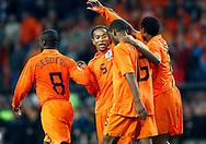 17-10-2007: Voetbal: Nederland-Slovenie: Eindhoven<br /> Ryan Babel wordt gefeliciteerd door zijn collega Urbi Emanuelson. Jaliens en Seedorf vieren het feestje mee<br /> Foto: Geert van Erven