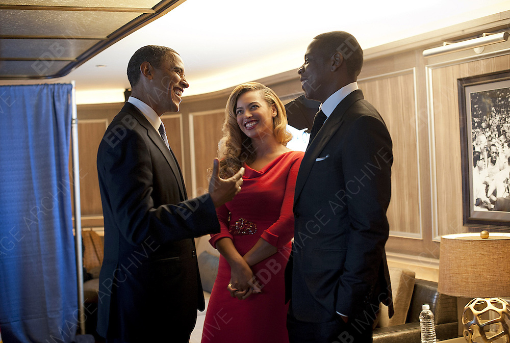 20.SEPTEMBER.2012. NEW YORK CITY<br /> <br /> JAY Z AND BEYONCE MEET WITH PRESIDENT BARACK OBAMA <br /> <br /> BYLINE: EDBIMAGEARCHIVE.CO.UK<br /> <br /> *THIS IMAGE IS STRICTLY FOR UK NEWSPAPERS AND MAGAZINES ONLY*<br /> *FOR WORLD WIDE SALES AND WEB USE PLEASE CONTACT EDBIMAGEARCHIVE - 0208 954 5968*