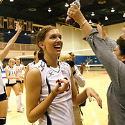 11/4/06 9:44:58 PM --- VOLLEYBALL SPORTS SHOOTER ACADEMY 003 --- Volleyball at Cal State Fullerton. Photo by Alan Campbell, Sports Shooter Academy