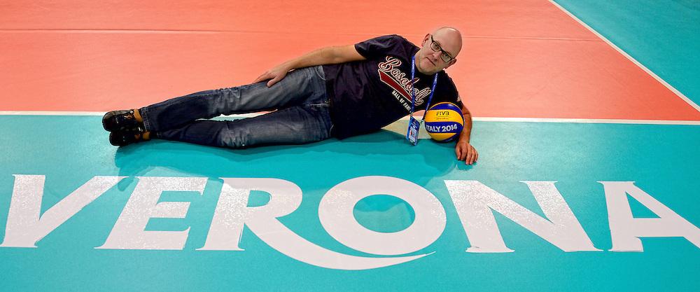 24-09-2014 ITA: World Championship Volleyball Thailand - Nederland, Verona<br /> Sporthal Palaolimpia met Rene Banierink, pers media