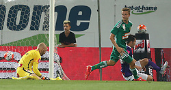 12.08.2015, Generali Arena, Wien, AUT, 1. FBL, FK Austria Wien vs SK Rapid Wien, 4. Runde, im Bild Tor durch Philipp Schobesberger (SK Rapid Wien), Robert Almer (FK Austria Wien) und Christoph Martschinko (FK Austria Wien) // during Austrian Football Bundesliga Match, 4th Round, between FK Austria Vienna and SK Rapid Vienna at the Generali Arena, Vienna, Austria on 2015/08/12. EXPA Pictures © 2015, PhotoCredit: EXPA/ Thomas Haumer