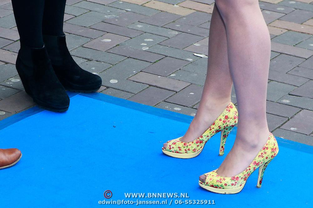 NLD/Amsterdam/20110731 - Premiere film De Smurfen, Kim Lian van der Meij schoenen