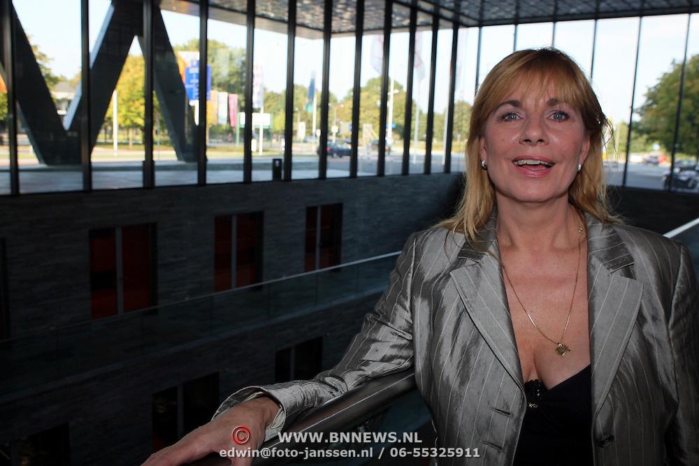 NLD/Hilversum/20080925 - Presentatie cd box 50 jaar Nederpop, Margriet Eshuijs