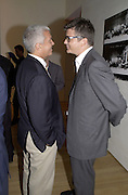 Larry Gagosian and Jay Jopling. Azzadine Alaia installation. 575 Broadway. NY. 22 September 2000. © Copyright Photograph by Dafydd Jones 66 Stockwell Park Rd. London SW9 0DA Tel 020 7733 0108 www.dafjones.com