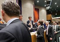 Nederland. Den Haag, 27 oktober 2010.<br /> De Tweede Kamer debatteert over de regeringsverklaring van het kabinet Rutte.<br /> Felicitaties na afloop, Roemer, Pechtold, Blok en Dijsselbloem feliciteren de bewindslieden in vak K.<br /> Kabinet Rutte, regeringsverklaring, tweede kamer, politiek, democratie. regeerakkoord, gedoogsteun, minderheidskabinet, eerste kabinet Rutte, Rutte1, Rutte I, debat, parlement, oppositie<br /> Foto Martijn Beekman
