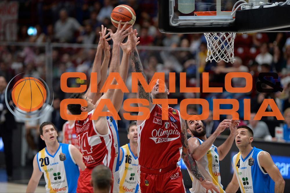 Raduljica Miroslav,Davide Pascolo<br /> Olimpia EA7 Emporio Armani Milano vs Vanoli Cremona<br /> Lega Basket Serie A 2016/2017<br /> PlayOff semifinale gara 2<br /> Milano 14/05/2017<br /> Foto Ciamillo-Castoria / I.Mancini
