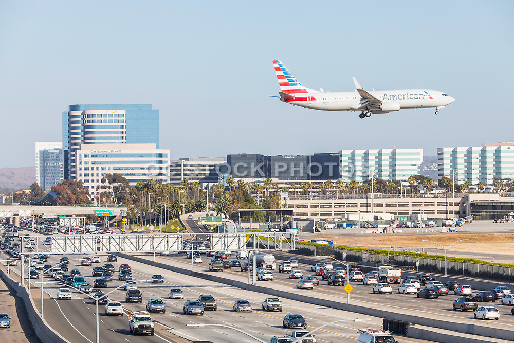 American Airlines Flying Over 405 Freeway Into John Wayne Airpot In Irvine