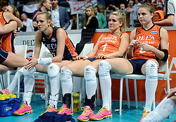 04-10-2015 NED: Volleyball European Championship Final Nederland - Rusland, Rotterdam<br /> Nederland verliest kansloos de finale met 3-0 van Rusland en moet genoegen nemen met zilver / Debby Stam-Pilon #16, Kirsten Knip #1, Yvon Belien #3