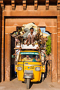 Autorickshaw stuck under city gate (India)