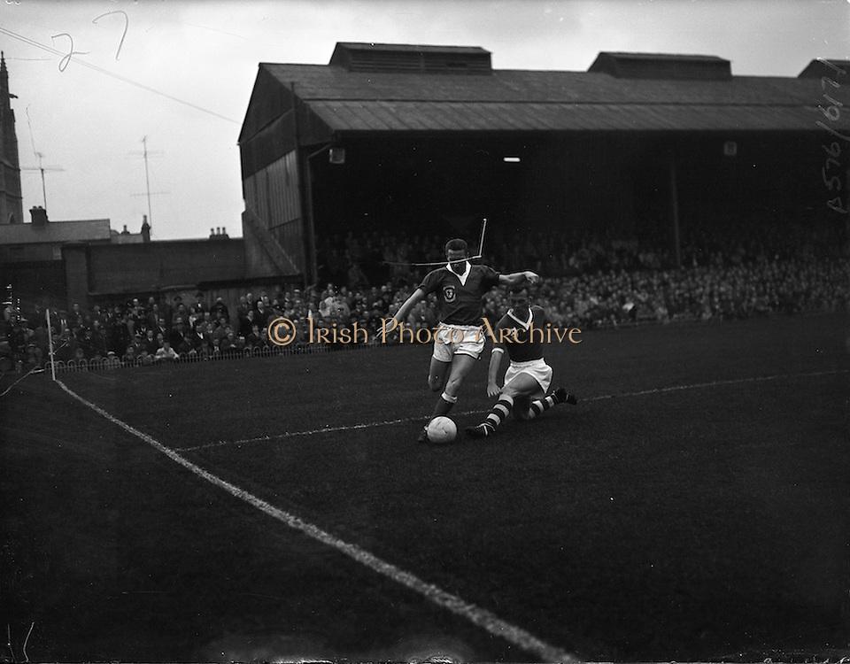 28/09/1960<br /> 09/28/1960<br /> 28 September 1960<br /> Soccer International: Ireland v Wales at Dalymount Park, Dublin. Wales won the game 3-2. Cliff Jones, Welsh outside left slips tackle by Irish full back Phil Kelly.