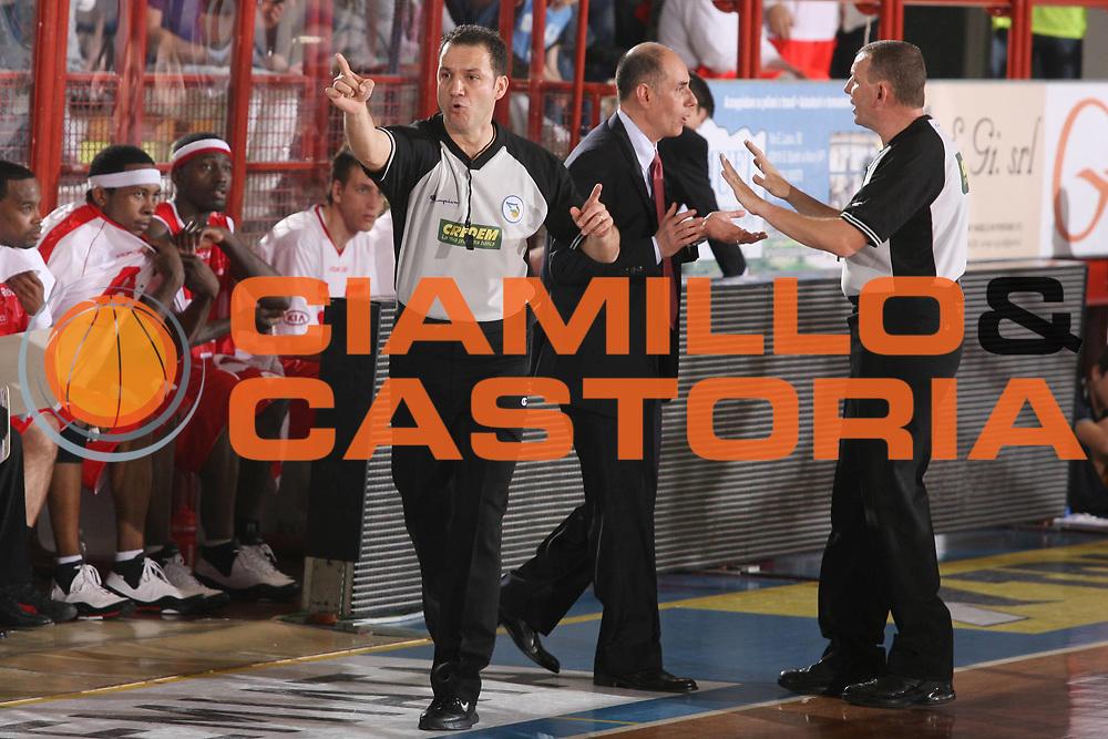 DESCRIZIONE : Porto San Giorgio Lega A1 2007-08 Playoff Quarti di Finale Gara 1 Premiata Montegranaro Armani Jeans Milano <br /> GIOCATORE : Attilio Caja Arbitro <br /> SQUADRA : Armani Jeans Milano <br /> EVENTO : Campionato Lega A1 2007-2008 <br /> GARA : Premiata Montegranaro Armani Jeans Milano <br /> DATA : 10/05/2008 <br /> CATEGORIA : Deluisone <br /> SPORT : Pallacanestro <br /> AUTORE : Agenzia Ciamillo-Castoria/G.Ciamillo