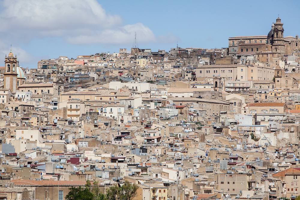 Caltagirone (CT) - Vista d'insieme del paese noto per la ceramica.