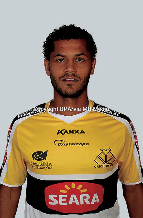 Elton Júnior Melo Ataíde   ( Criciuma Esporte Clube )