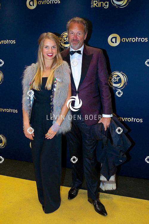 AMSTERDAM - In Theater Carré is de Gouden Televizier-Ring Gala 2014 gehouden. Velen bekende Nederlanders kwamen over de gouden loper. Met hier op de foto  Bert Kuizenga met dochter Roosje. FOTO LEVIN DEN BOER - PERSFOTO.NU