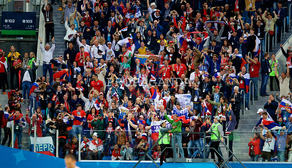 SAINT PETERSBURG, RUSSIA - Tuesday, June 19, 2018: Russia supporters celebrate their side's second goal during the FIFA World Cup Russia 2018 Group A match between Russia and Egypt at the Saint Petersburg Stadium. (Pic by David Rawcliffe/Propaganda)