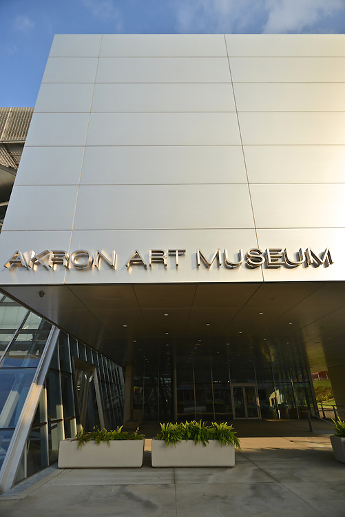 Exterior view of the entrance to the Akron Art Museum.