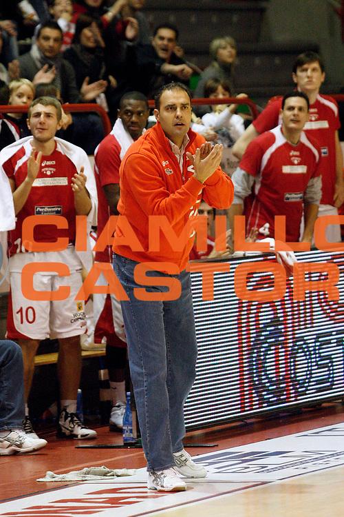 DESCRIZIONE : Pistoia Lega A2 2010-11 Tuscany Pistoia Umana Reyer Venezia<br /> GIOCATORE : Coach Moretti Paolo<br /> SQUADRA : Tuscany Pistoia<br /> EVENTO : Campionato Lega A2 2010-2011<br /> GARA : Tuscany Pistoia Umana Reyer Venezia<br /> DATA : 28/11/2010<br /> CATEGORIA : <br /> SPORT : Pallacanestro<br /> AUTORE : Agenzia Ciamillo-Castoria/Stefano D'Errico<br /> Galleria : Lega Basket A2 2010-2011 <br /> Fotonotizia : Pistoia Lega A2 2010-2011 Tuscany Pistoia Umana Reyer Venezia<br /> Predefinita :