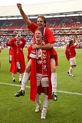 01-06-2003 NED: Amstelcup finale FC Utrecht - Feyenoord, Rotterdam<br /> FC Utrecht pakt de beker door Feyenoord met 4-1 te verslaan met oa Patrick Zwaanswijk, Igor Gluscevic,