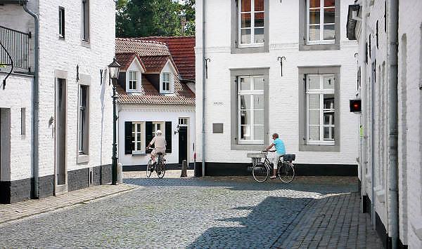 Nederland, Thorn, 15-7-2011Limburg, Gemeente Maasgouw, Het Witte Stadje . Wit gekalkte huizen. Foto: Flip Franssen/Hollandse Hoogte