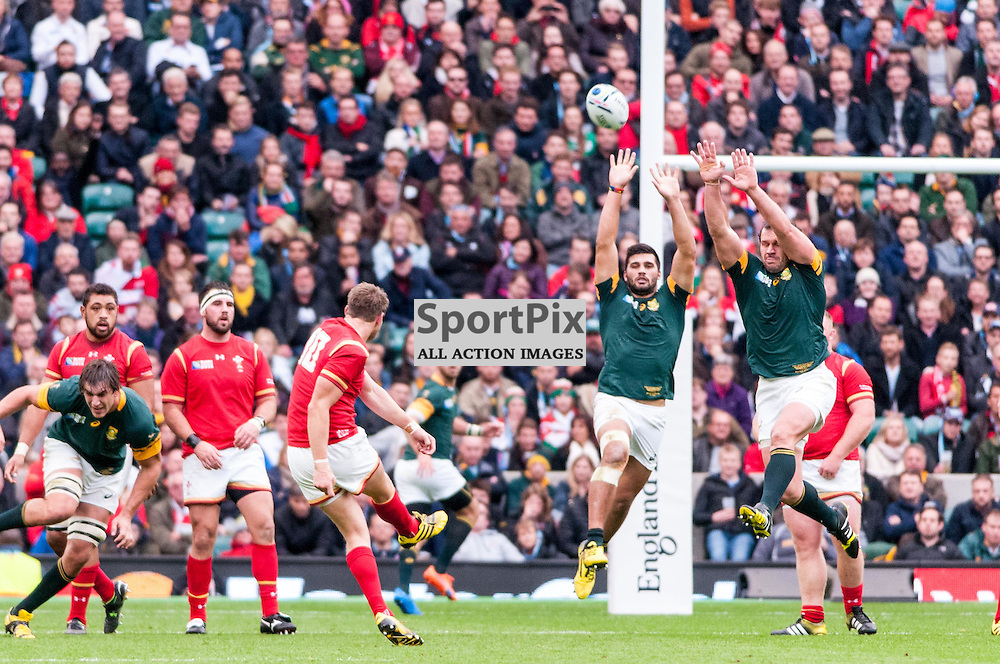 Dan Biggar of Wales lands a drop goal to send Wales in at half time 13-12 in the lead. Action from the South Africa v Wales quarter final game at the 2015 Rugby World Cup at Twickenham in London, 17 October 2015. (c) Paul J Roberts / Sportpix.org.uk