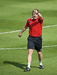 NEWPORT, WALES - Saturday, May 25, 2019: Tony Pennock gives a practical demonstration of counter attacking during day two of the Football Association of Wales National Coaches Conference 2019 at Dragon Park. (Pic by David Rawcliffe/Propaganda)
