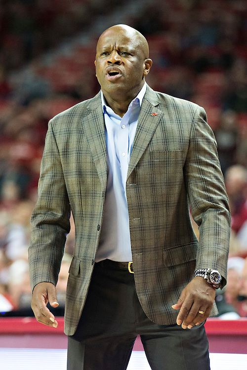 FAYETTEVILLE, AR - NOVEMBER 18:  Head Coach Mike Anderson of the Arkansas Razorbacks yells to his players during a game against the Akron Zips at Bud Walton Arena on November 18, 2015 in Fayetteville, Arkansas.  The Zips defeated the Razorbacks 88-80.  (Photo by Wesley Hitt/Getty Images) *** Local Caption *** Mike Anderson