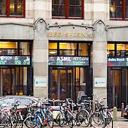 NLD/Amsterdam/20160121 - Winkels in het Amsterdamse straatbeeld, gebouw van Beursplein 5 Amsterdam met de koersen van ASML, AEGON, DSM op de gevel