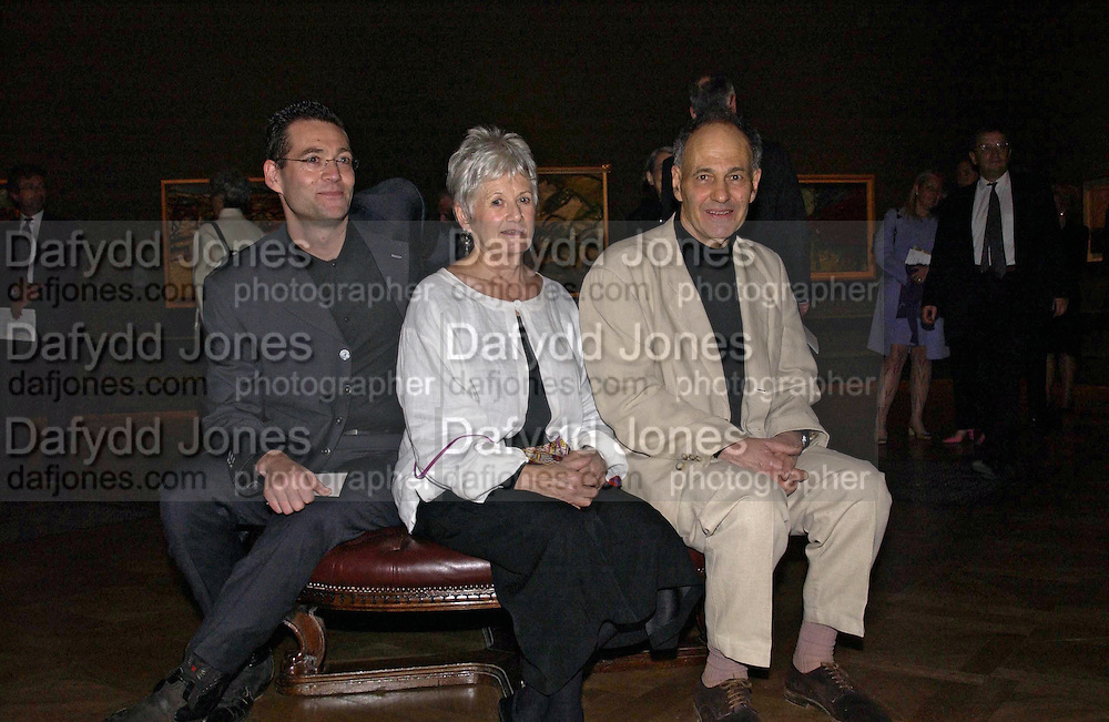 Jake Auerbach, Julia Auerbach and Frank Auerbach. Frank Auerbach opening. Royal Academy. 10 September 2001. © Copyright Photograph by Dafydd Jones 66 Stockwell Park Rd. London SW9 0DA Tel 020 7733 0108 www.dafjones.com