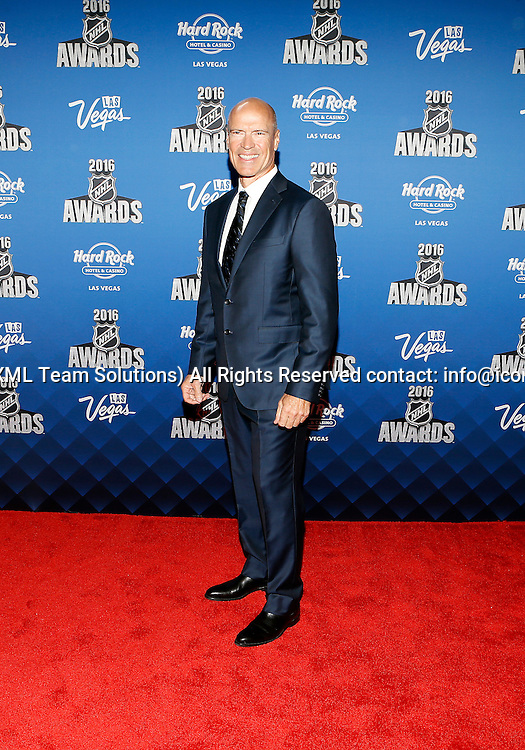 2016 June 22: Hockey Hall of Fame member Mark Messier poses for a photograph on the red carpet during the 2016 NHL Awards at the Hard Rock Hotel and Casino in Las Vegas, Nevada. (Photo by Marc Sanchez/Icon Sportswire)