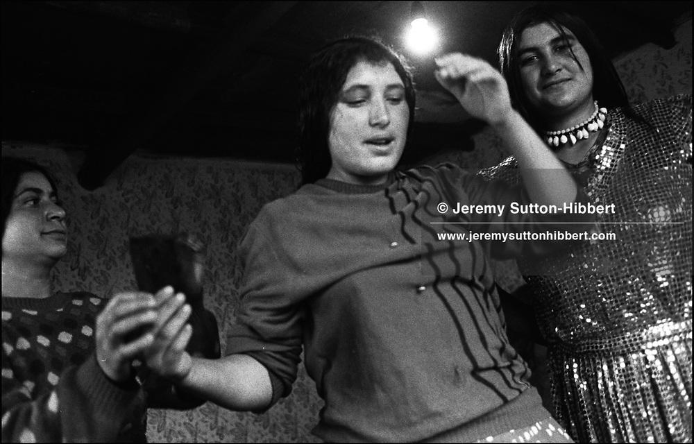 THREE GIRLS PREPARE THEMSELVES PRIOR TO POSING FOR PHOTOS. SINTESTI. ROMANIA. NOVEMBER 1996..©JEREMY SUTTON-HIBBERT 2000..TEL. /FAX.+44-141-649-2912..TEL. +44-7831-138817.