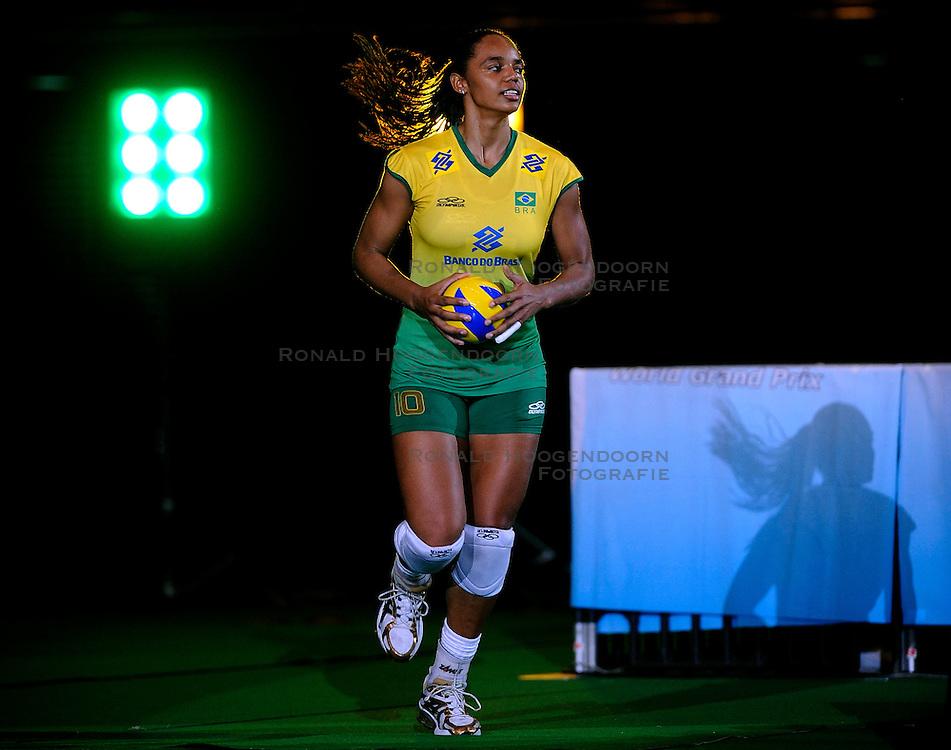 23-08-2009 VOLLEYBAL: WGP FINALS JAPAN - BRAZILIE: TOKYO <br /> Brazilie wint met 3-1 van Japan en zijn de winnaar van de Grand Prix 2009 / Welissa Gonzaga<br /> ©2009-WWW.FOTOHOOGENDOORN.NL