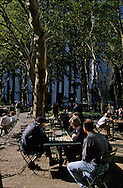New York. chess players in Bryant park on 42nd street  Manhattan  New york  Usa /  joueur d'echecs .  Bryant park sur la 42 me rue/ Manhattan  New york  USa