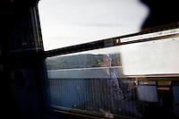 Morat, a 17 years old boy from Tunisia , is on the last Trinacria train going to Milan. The Trinacria express train is a historical train from Palermo, Sicily, to Milan, symbol of the emigration from South to the North.  From December 11th 2011 16 train connecting Southern Italy to the North will be cancelled by Trenitalia, the state-owned train operator in Italy. ### Morat, un diciassettenne tunisino, è è sull'ultimo treno Trinacria diretto a Milano. Il Trinacria è un treno storico che ha collegato Palermo e Milano, simbolo dell'emigrazione verso Nord. Dall'11 dicembre 2011 16 treni che collegano il Sud al Nord Italia verranno soppressi da Trenitalia.