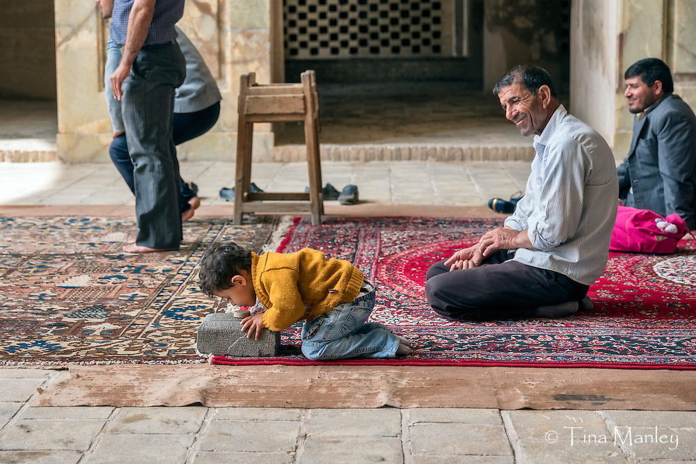 Mohammed accompanied his father to the Jameh Mosque for noon prayers.