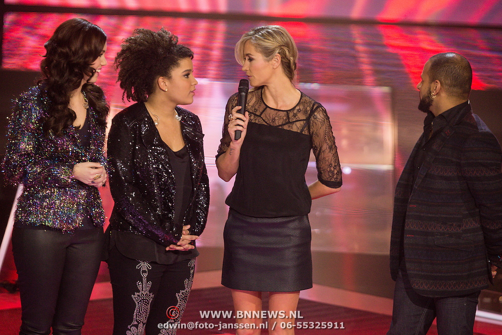 NLD/Hilversum/20131220 - Finale The Voice of Holland 2013, Gerrie Dantuma, Julia van der Toorn en Mitchell Brunings en presentatrice Wendy van Dijk