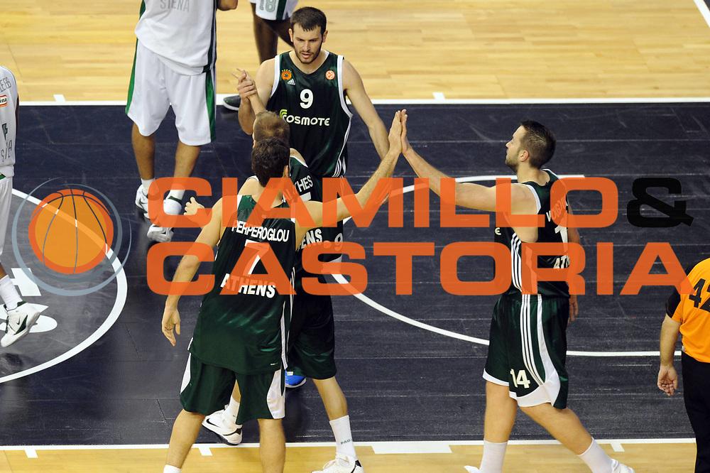 DESCRIZIONE : Barcellona Barcelona Eurolega Eurolegue 2010-11 Final Four Semifinale Semifinal Panathinaikos Montepaschi Siena<br /> GIOCATORE : Team Panathinaikos<br /> SQUADRA : Panathinaikos<br /> EVENTO : Eurolega 2010-2011<br /> GARA : Panathinaikos Montepaschi Siena<br /> DATA : 06/05/2011<br /> CATEGORIA : ritratto esultanza<br /> SPORT : Pallacanestro<br /> AUTORE : Agenzia Ciamillo-Castoria/GiulioCiamillo<br /> Galleria : Eurolega 2010-2011<br /> Fotonotizia : Barcellona Barcelona Eurolega Eurolegue 2010-11 Final Four Semifinale Semifinal Panathinaikos Montepaschi Siena<br /> Predefinita :